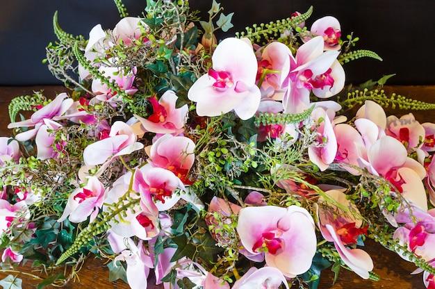 素晴らしいロマンチックな淡いピンクの蘭の花の花束の構成