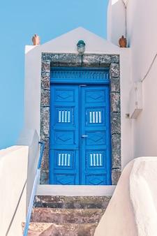 Прекрасный вид на городские здания на санторини, греция