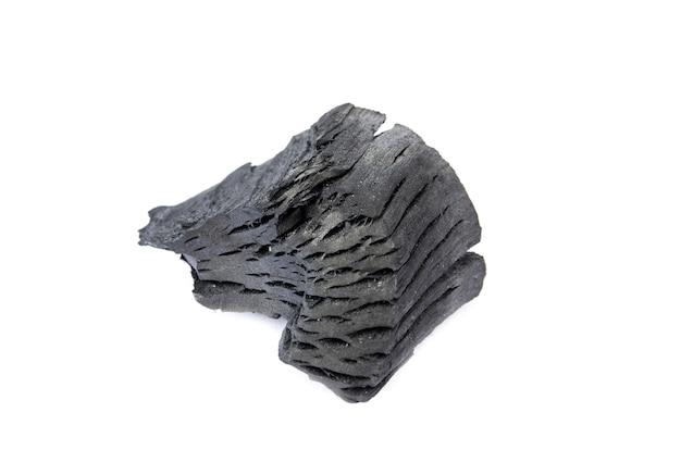 Древесный уголь изолированного на белом фоне