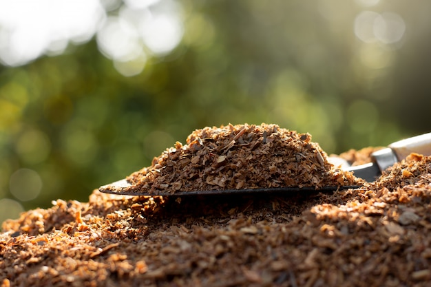 제조업에서 얻은 목재 칩.