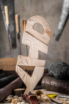 Diyの単語構成を持つ木彫りの要素