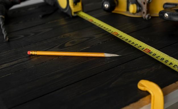 Disposizione degli oggetti di lavorazione del legno