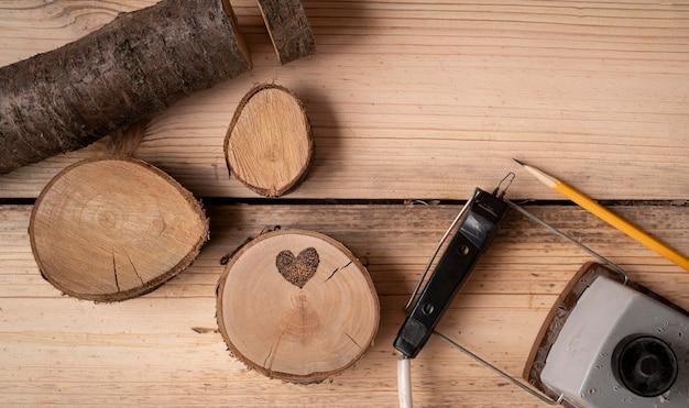 목재 공예 도구 배열