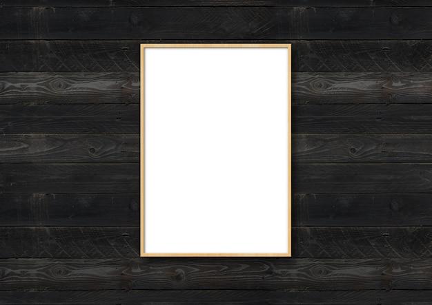 Деревянная рамка для фотографий висит на черной деревянной поверхности