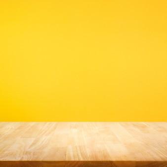 カラフルな背景に木製のテーブルトップ
