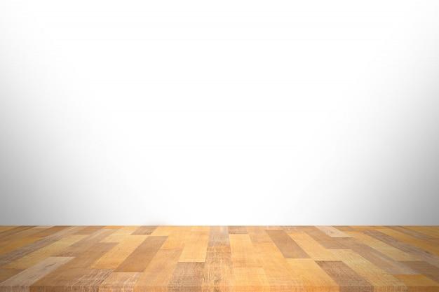 Деревянная столешница на белом фоне. используется для размещения продукта или монтажа.