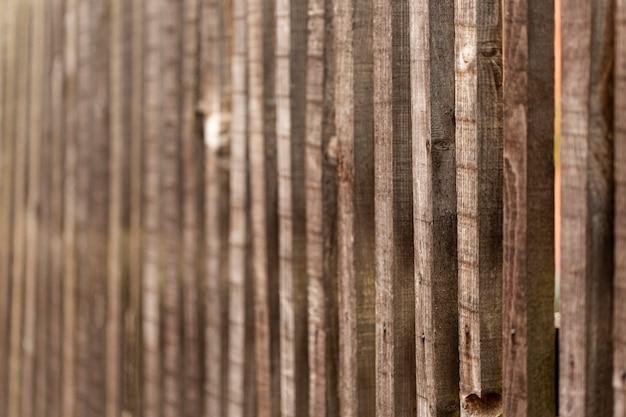 Древесина с состаренной и потертой поверхностью