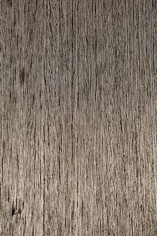 自然なレリーフと表面の美しい輝きを備えた木材。