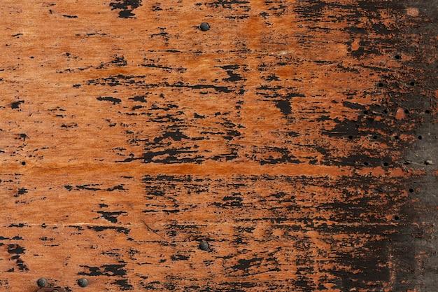 摩耗した表面と穴がある木材
