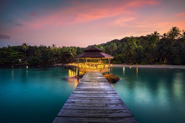Лесной мост и павильон на острове ко куд