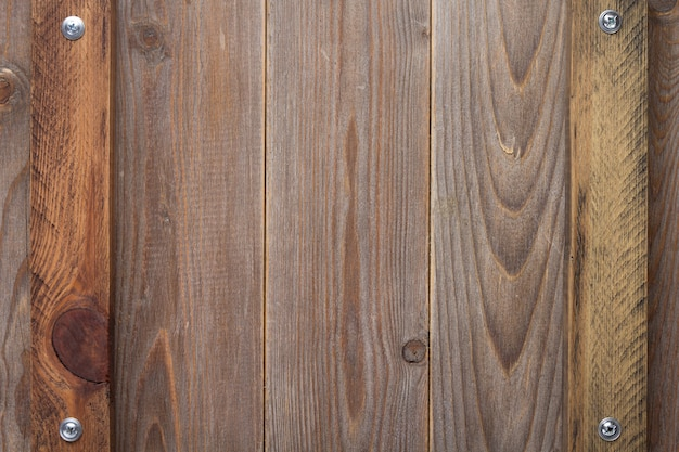 나사가 있는 질감 표면으로 나무 배경, 위쪽 보기