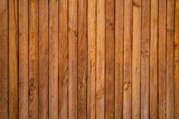 Деревянный фон из коричневых вертикальных досок. текстура дерева.