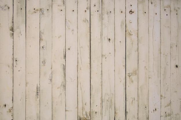 Деревянный фон из вертикальных окрашенных досок. текстура дерева.