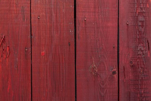 Деревянный фон из темно-красных окрашенных досок. текстура дерева. Premium Фотографии