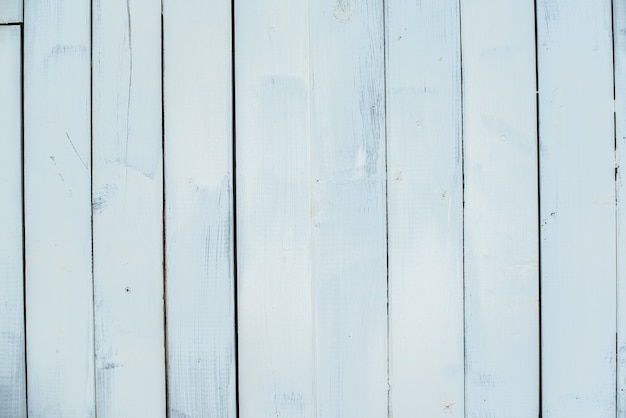Деревянный фон. белые вертикальные полосы, доски. старая стена