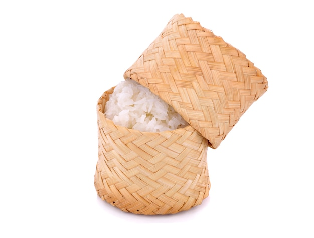 白にタイのもち米と木製の竹の伝統的なスタイルのボックス