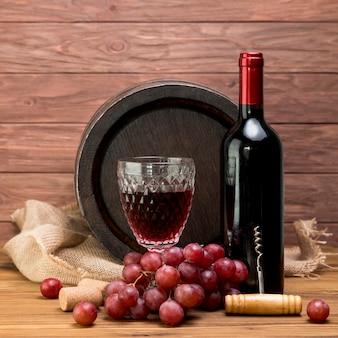 병 및 와인의 유리 나무 통