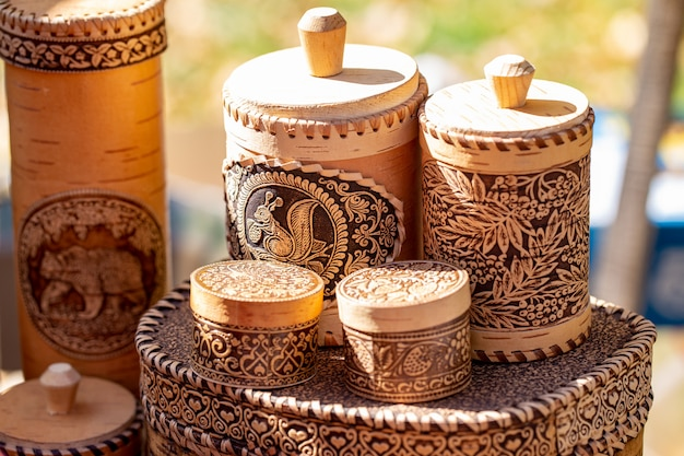 Деревянная берестяная посуда, посуда из натурального дерева, тарелки и принадлежности