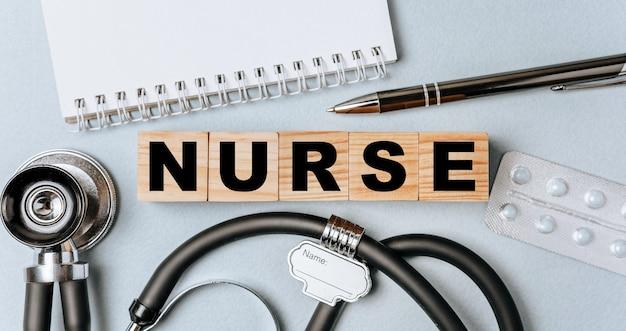 Nurseという言葉からなる木製のブロック