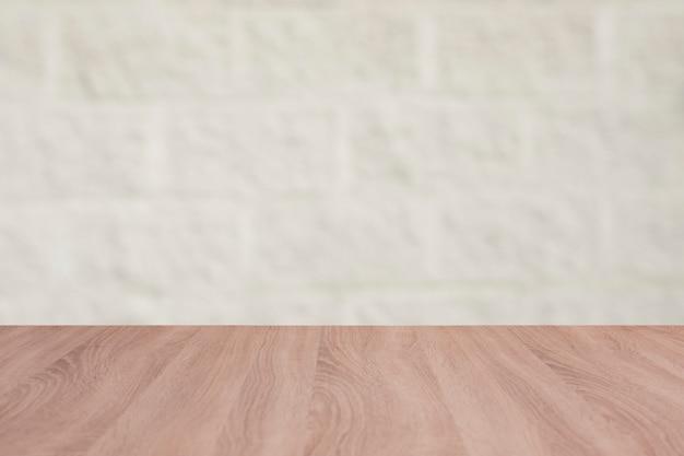 レンガの背景と木製ボードの空のテーブル