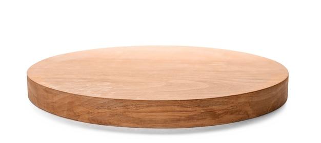 Деревянная доска на белом фоне. посуда ручной работы