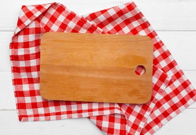 テーブルクロスに木の板スタンド