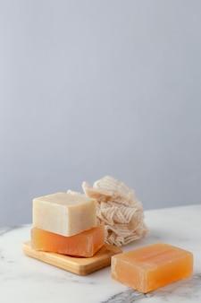 Деревянная доска с мылом