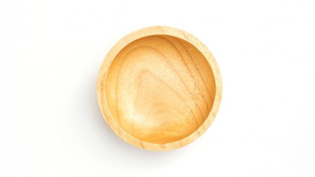 흰색 배경에 나무 그릇입니다.