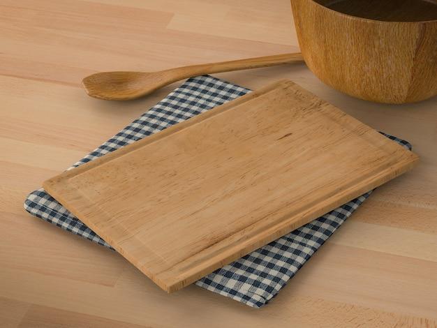 Деревянная миска с ложкой и разделочной доской на деревянном фоне