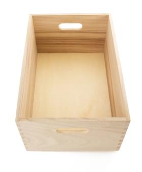 흰 벽에 고립 된 나무 상자