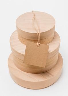 Scatole di legno con etichetta vuota