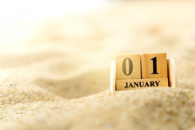 Деревянный кирпичный блок с датой 1 января