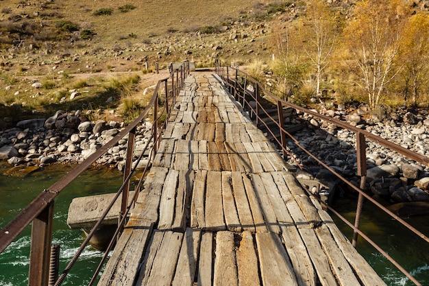 Деревянный мост через горную реку,