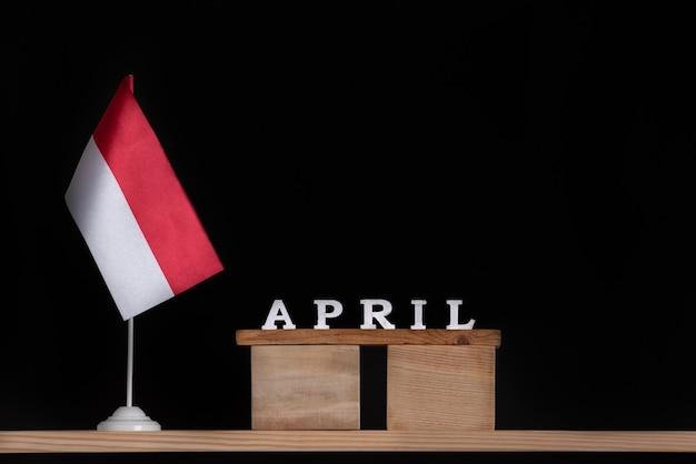 ポーランドの旗と4月の木製カレンダー