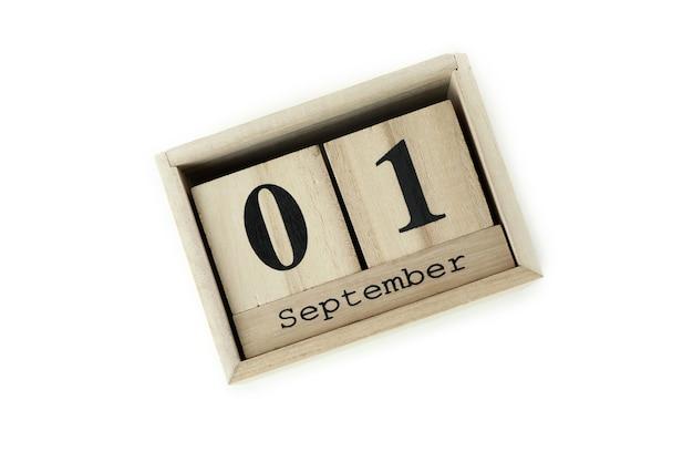 Деревянный календарь с 1 сентября, изолированные на белом фоне