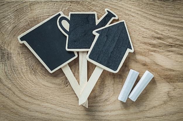 木板ガーデニングのコンセプトに木製黒板価格記号タグ