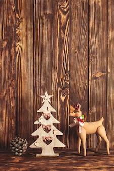 ぼろぼろのシックなスタイルの木製のクリスマスの装飾
