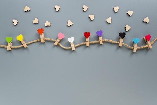 Деревянные прищепки в виде сердечек