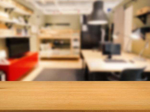 ワークスペースのぼやけた背景と木製のカウンタートップ