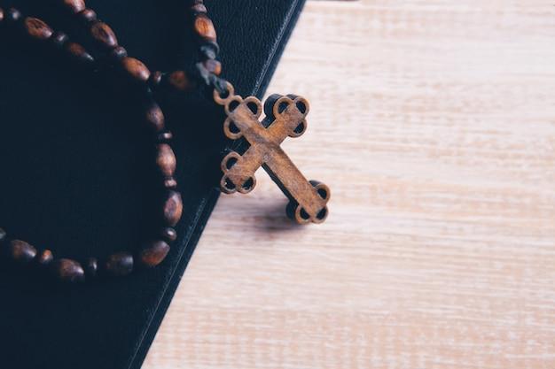 本の木製の十字架