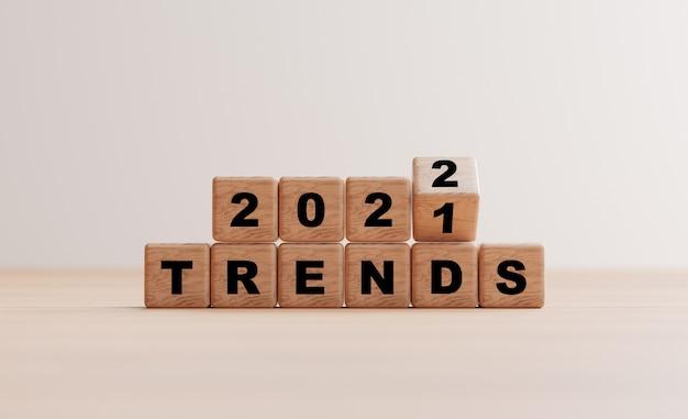 3dレンダリングによる事業計画とマーケティングの2021年から2022年のトレンドを反転させる木製の立方体ブロック。