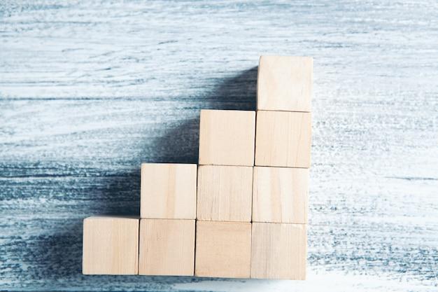 はしごの形をした木製の立方体