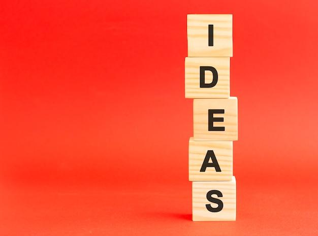 편지와 함께 나무 큐브입니다. 디자인, 개념. 나무 큐브