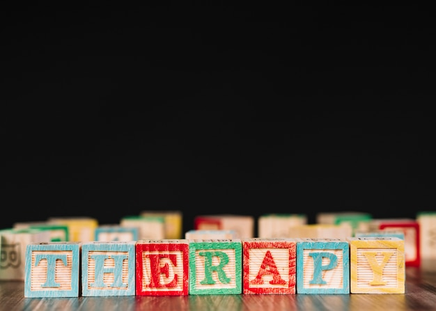 Wooden cubes with therapy inscription Free Photo
