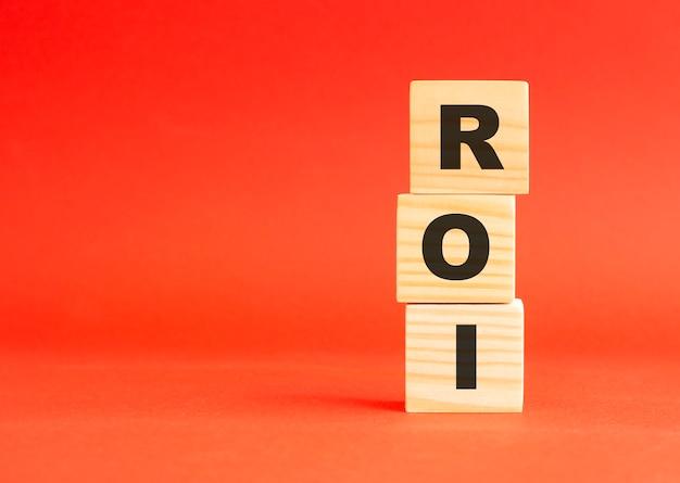 単語roiと木製の立方体