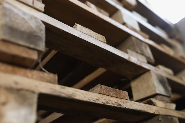 Деревянные террасные лестницы для товаров концепция деревянной опалубки