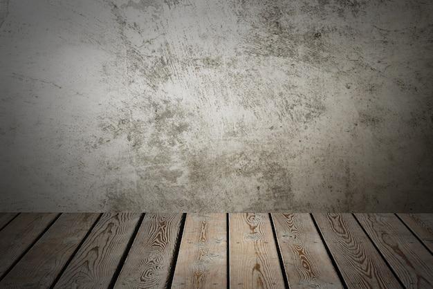 灰色のグランジの背景に木製のデッキテーブル。アイテム、ロゴ、またはラベルを配置します。レイアウト、モックアップ。