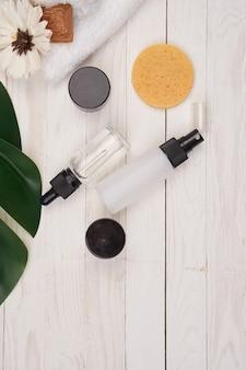 石鹸の浴室の付属品のための木の装飾的な緑の葉の化粧品。高品質の写真