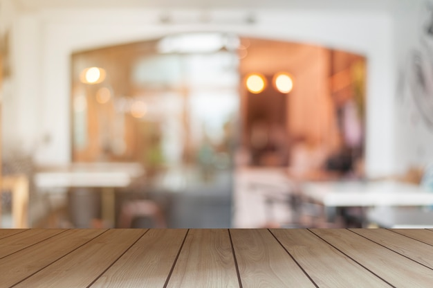 나무 디스플레이 테이블 커피숍 장면 방에 제품을 표시하는 개념