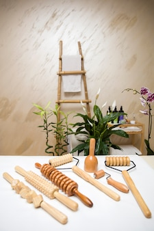 Wooden equipment for anti-cellulite maderotherapy massage